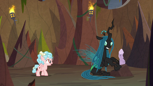 Cozy Glow approaching Chrysalis S9E8