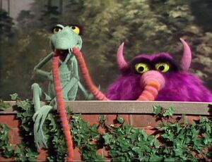 """Lenny the Lizard mistakes Gorgon Heap's nose for a worm in the Rich Little episode of """"The Muppet Show""""."""