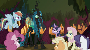 Queen Chrysalis glaring at fake Applejack S8E13
