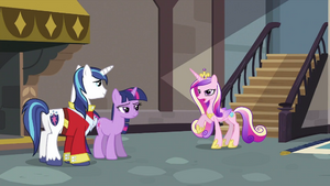 Cadance wants to talk with Shining Armor for a moment S2E25