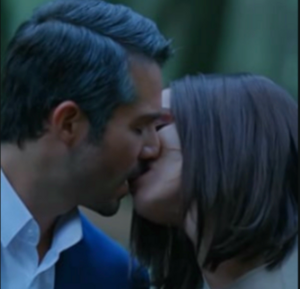Rubí and Alejandro's final kiss in the remake