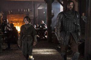 Arya-and-Hound