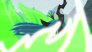 Queen Chrysalis transforming again S9E8