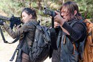 Rosita-and-Daryl-Aim-Their-Guns-in-The-Walking-Dead-Season-6-Episode-14-998x661