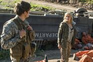 3x05-Burning-in-Water-Drowning-in-Flame-Troy-and-Madison-fear-the-walking-dead-40525633-500-333