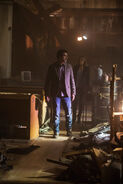 Fear-the-walking-dead-episode-101-travis-curtis-madison-dickens-1-935