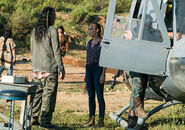 3x07-The-Unveiling-Alicia-and-Qaletqa-fear-the-walking-dead-40557220-500-352