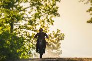 9x01 Daryl riding