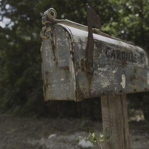 9x05 mailbox.jpg