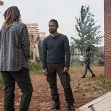 9x02 Michonne looks on.jpg