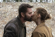 FTWD 6x06 John & June Kiss