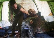 Daryl Zelt und Zombie