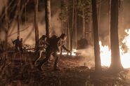 10x01 Daryl fire 4