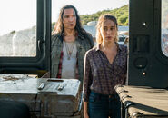 3x07-The-Unveiling-Alicia-and-Qaletqa-fear-the-walking-dead-40557219-500-352