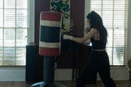 10x01 Rosita boxing