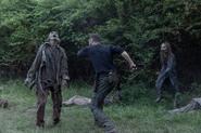 10x03 Aaron killing walkers