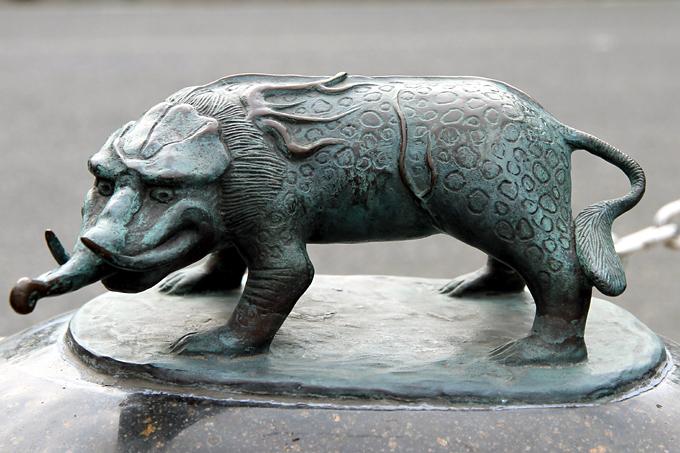 Baku Statue