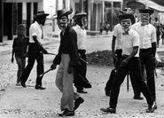 Макуты патрулируют улицы Гаити, 1988