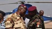 Le-commandant-ivoirien-en-charge-de-la-securite-du-palais-presidentiel-cherif-ousmane-d-parle-avec-lieutenant-colonel-issiaka-ouattara-aka-wattao-a-bouake-le-13-janvier-2017 5779525