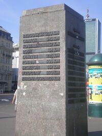 Kamien Odleglosci (rondo Dmowskiego).JPG
