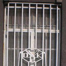 Gmach Dyrekcji Kolei Panstwowych (kraty okienne).JPG