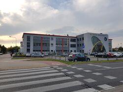 Szkoła Podstawowa nr 357 – front (by Kubar906).jpg