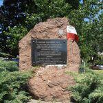 Stawki - Dzika (kamień pamiątkowy).JPG