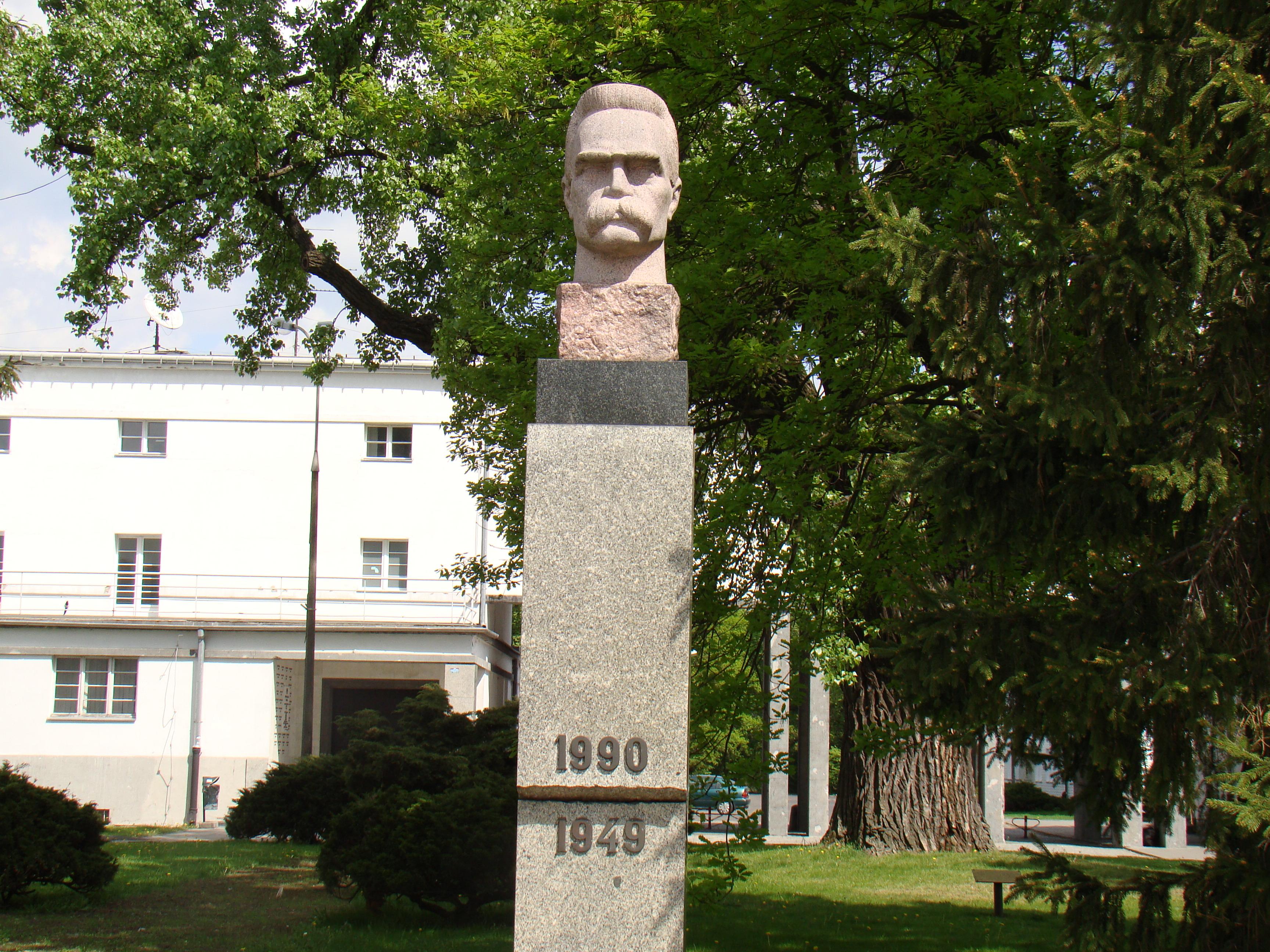 Pomnik Józefa Piłsudskiego na Bielanach