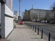 Widok z Pomnika Umschlagplatz na budynek Stawki 5-7