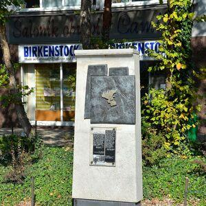Pomnik granic getta Dzika róg Stawki.JPG