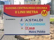 Tablica informacyjna budowa II linii metra Rondo ONZ