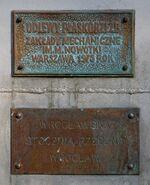 Tabliczki na pomniku Chwała Saperom