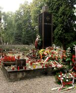 Cmentarz Wojskowy (pomnik Gloria Victis)