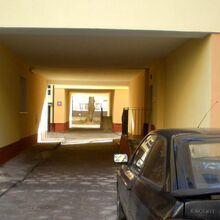 Sienna (budynek nr 89, widok przez bramę pierwszej oficyny na drugą).JPG