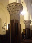 Kosciol NSPJ (Podkowy, wnetrze, kolumna)