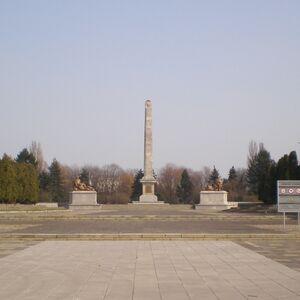 Cmentarz Mauzoleum Zolnierzy Radzieckich.jpg
