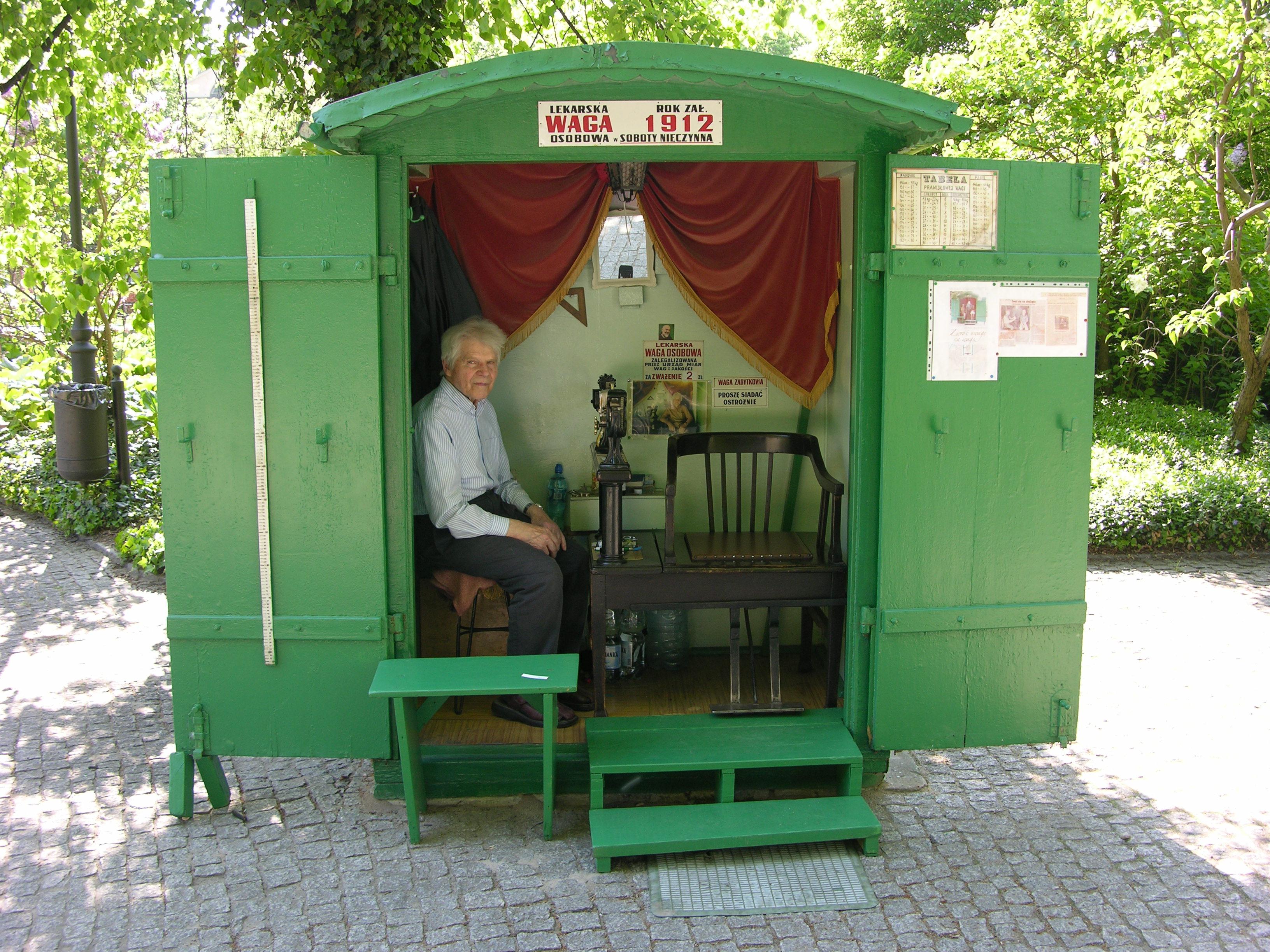 Waga osobowa w Parku Ujazdowskim