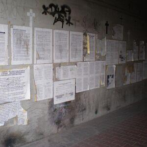 Prymasa Tysiąclecia (tunel, kartki).JPG