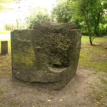 Park Leśnika (stare betonowe fragmenty).JPG