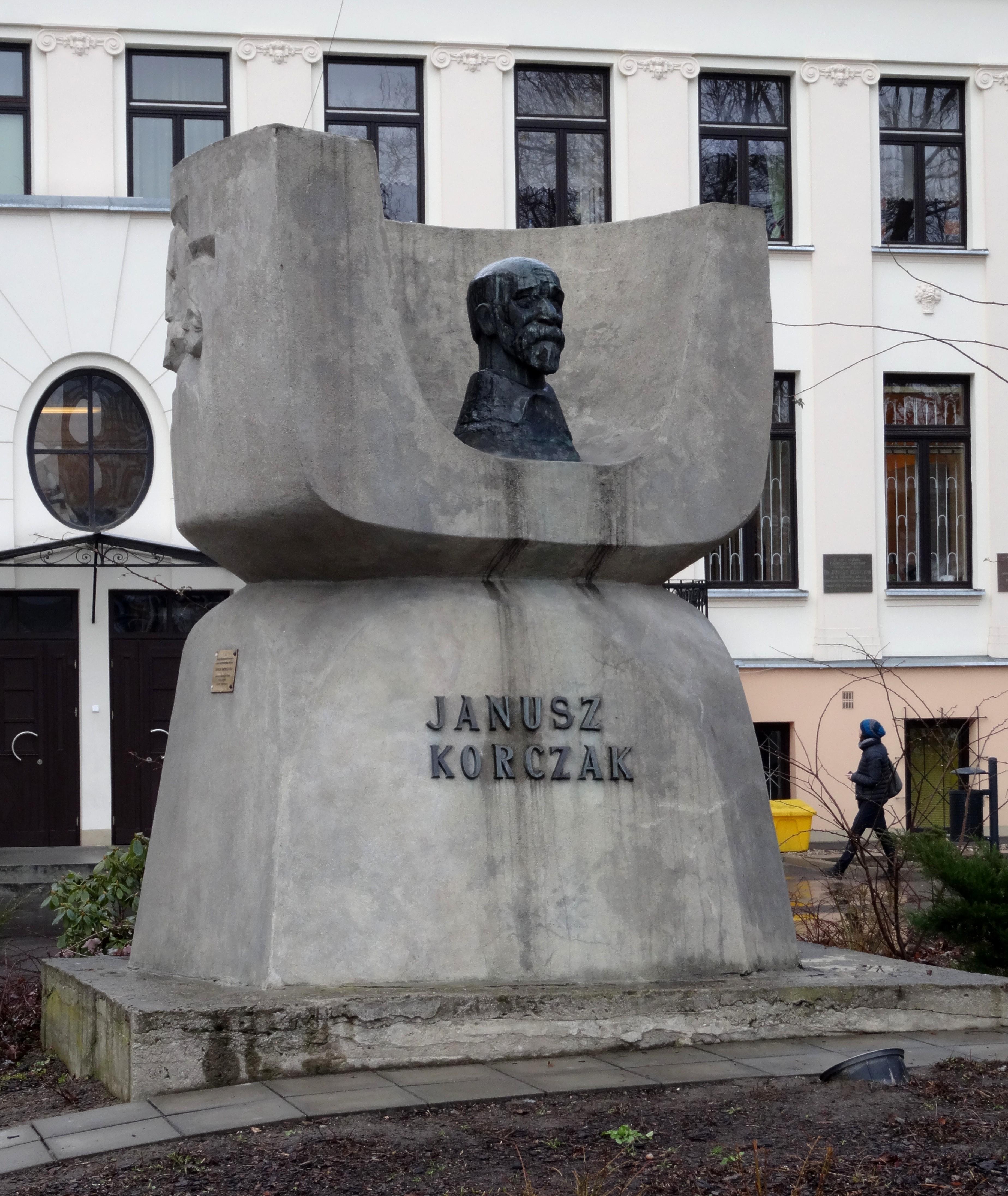 Pomnik Janusza Korczaka na Woli