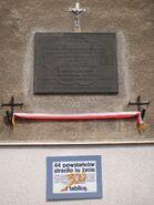 Aleja Niepodległości (nr 52, tablica)