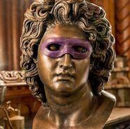Ozymandias mask on Statue in S1 E 3