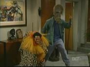 WB 2x20 - Marlon & Shawn pose as African art