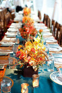 Pretry-Fall-Wedding-Centerpiece-with-fall-leafs