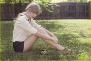 Taylor-swift-red-cover-art-announcement-03-1-