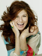 Debra-Messing-01