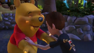 KDA - Winnie the Pooh likes to high five with both two hands