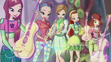 Roxy e le studentesse musiciste in 623