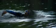 1х01 Аиша плавает в пруду