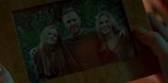 1х01 Семейная фотография Блум